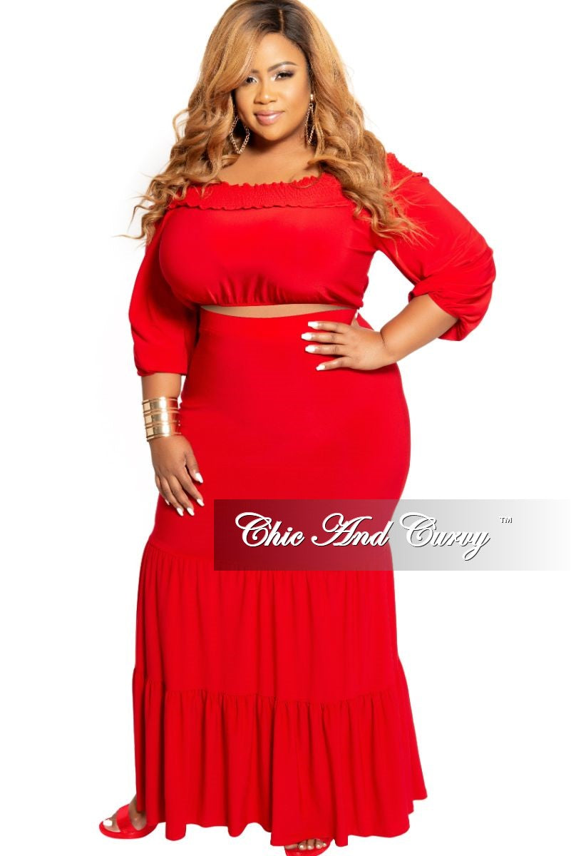 Final Sale Plus Size 2-Piece Off the Shoulder Crop Top and Tiered Skirt Set in Red