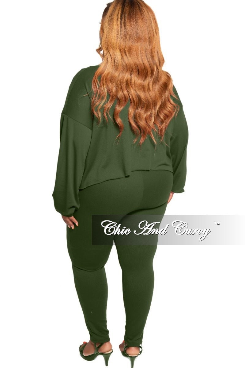 New Plus Size 2-Piece Long Sleeve Top and Pants Set in Green