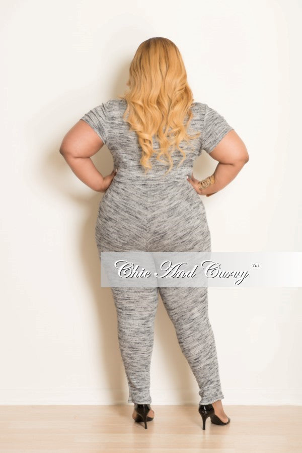 New Plus Size 2-Piece Short Sleeve Top and  Pants in Gray & Black