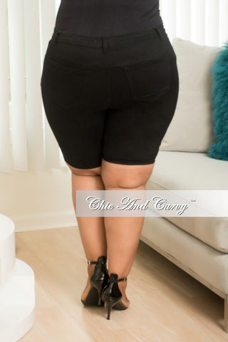 New Plus Size Basic Shorts in Black