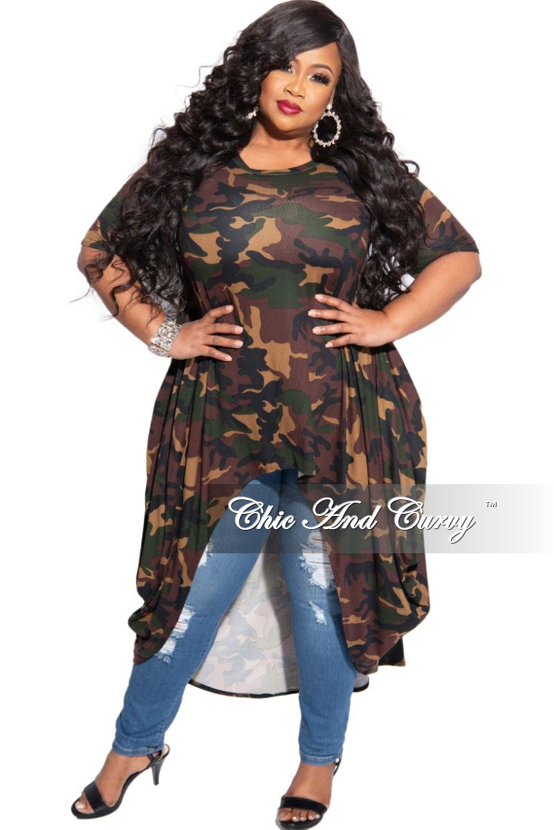 New Plus Size Short Sleeve High-Low Top in Dark Camouflage Print