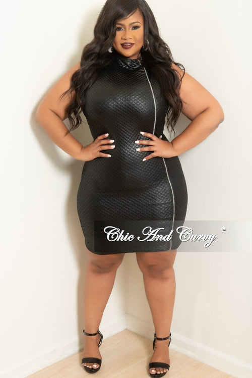 Final Sale Plus Size BodyCon with Zipper Front in Black Textured Liquid