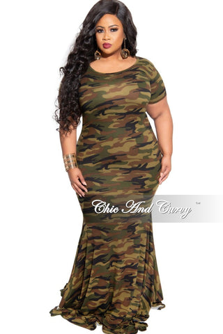 Final Sale Plus Size Exclusive Lace Mermaid Gown in Black and Gold Foil