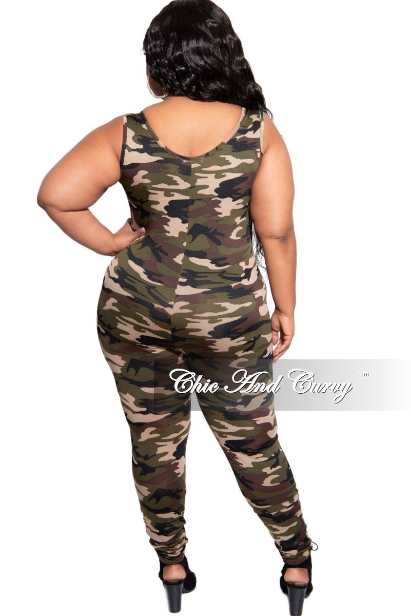New Plus Size 2-Piece Sleeveless Jumpsuit with Matching Zip-Up Jacket in Camouflage Print
