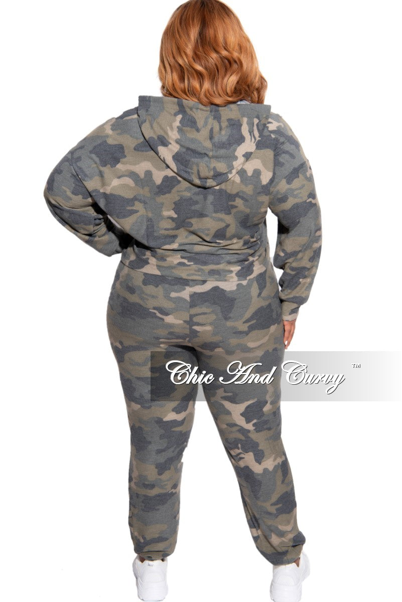 Final Sale Plus Size 2-Piece Hooded Top and Pants Set in Camouflage Print