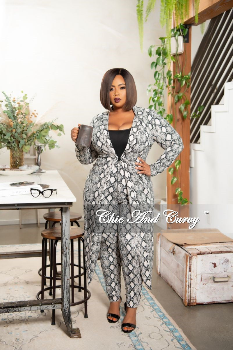 New Plus Size 2-Piece Duster and Pants Set in Black White and Beige Snake Print