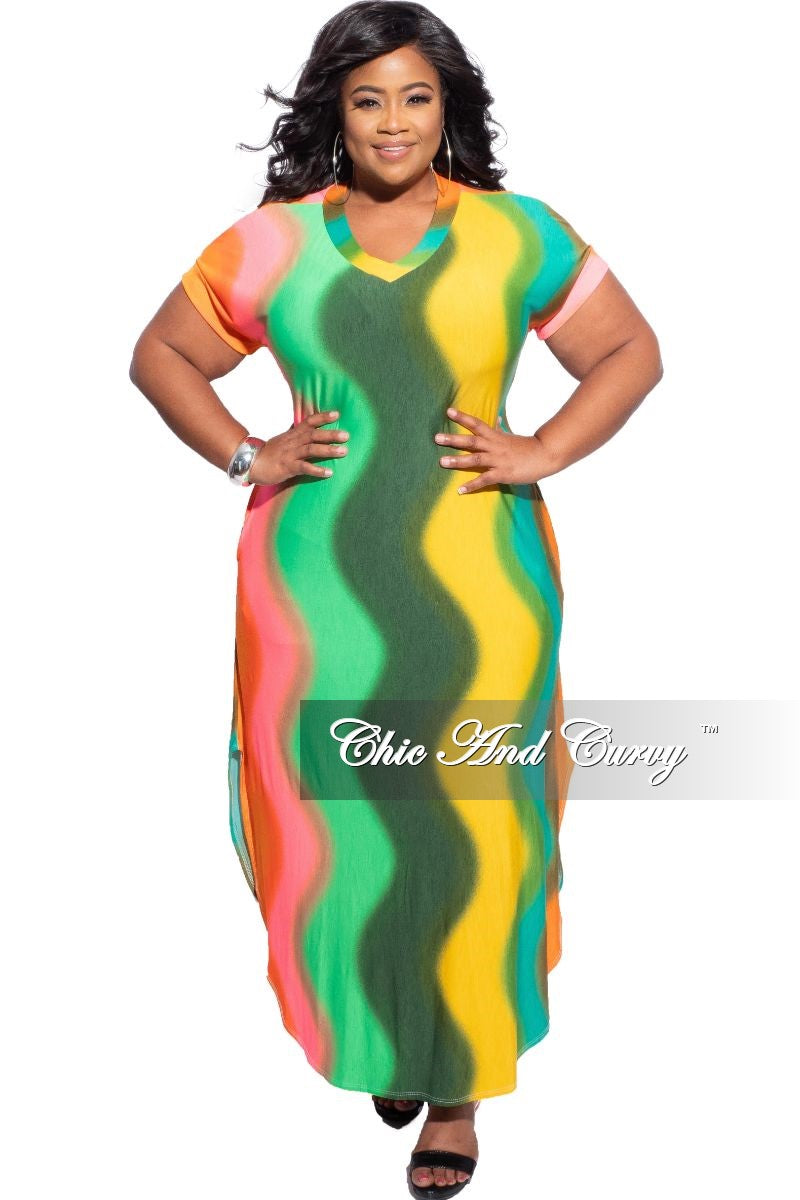 New Plus Size V-Neck Pocket Maxi Dress in Multi-Color Wave Print