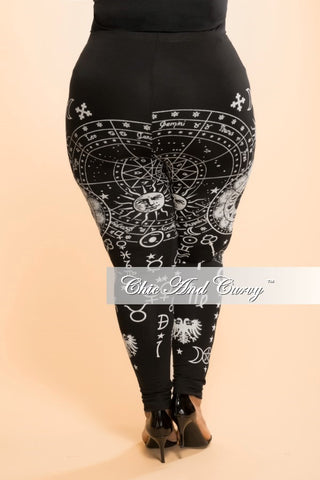 Final Sale Plus Size Leggings in Black and White Print