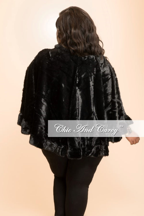 Final Sale Plus Size Faux Fur Cape in Black