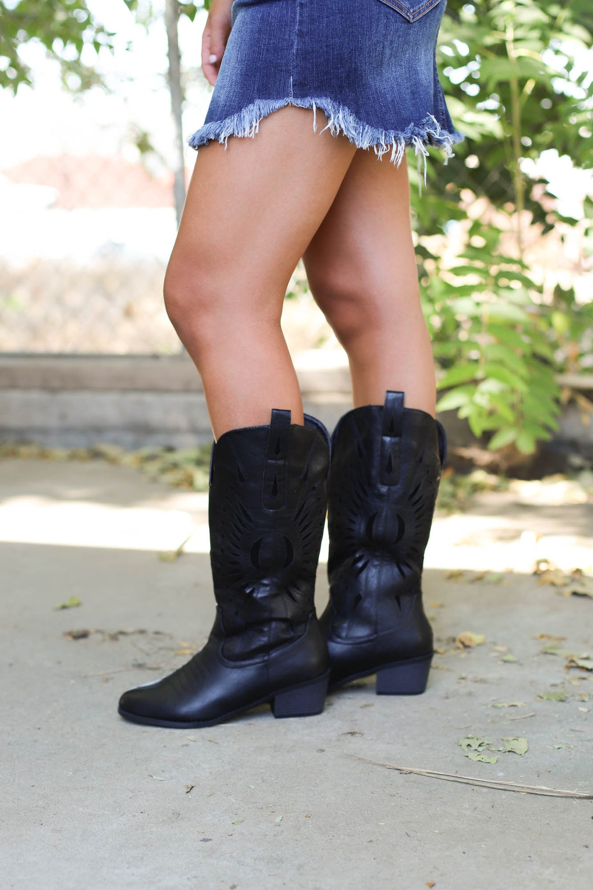 Western Dixie Sun Boots : BLACK - ShopSpoiled