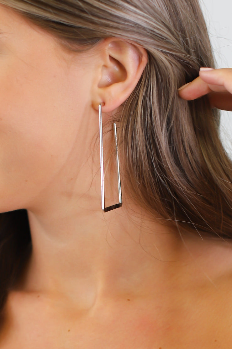 Meghan Angular Hoop Earrings: Silver - ShopSpoiled