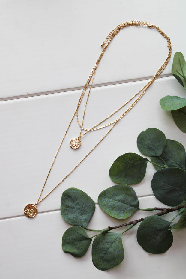 Bit Of Glimmer Necklace: Gold