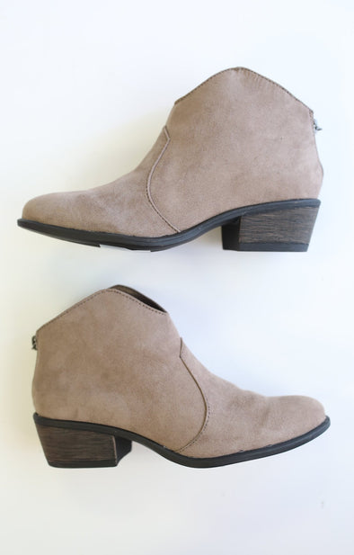 Sadie Bootie: Taupe - ShopSpoiled