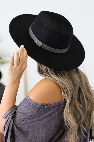 Insider Flat Brimmed Hat: Black/Grey Band - ShopSpoiled