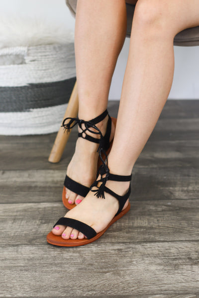 Farah Sandals : Black - ShopSpoiled