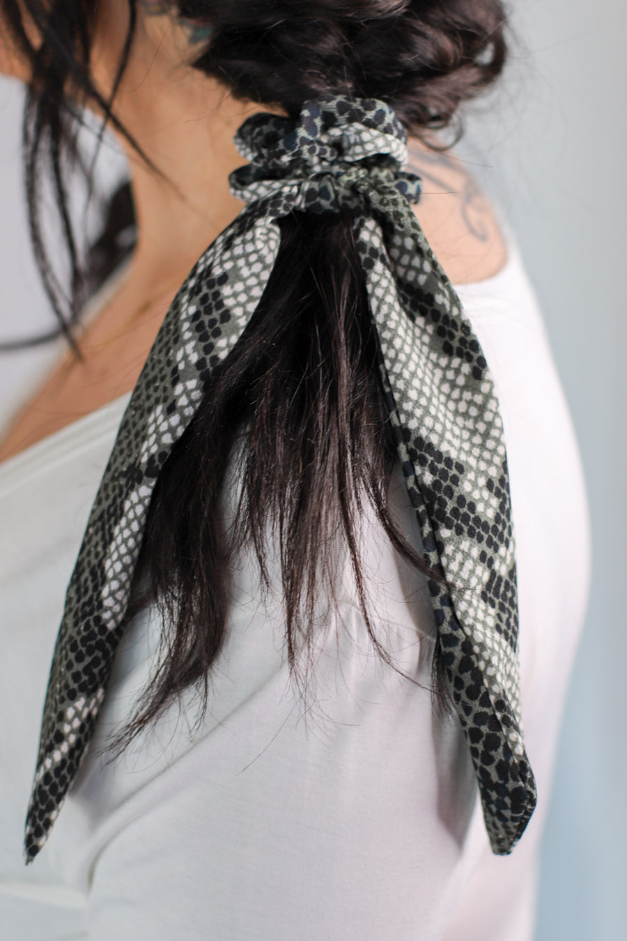 Slither And Sass Hair Scarf: Grey - ShopSpoiled