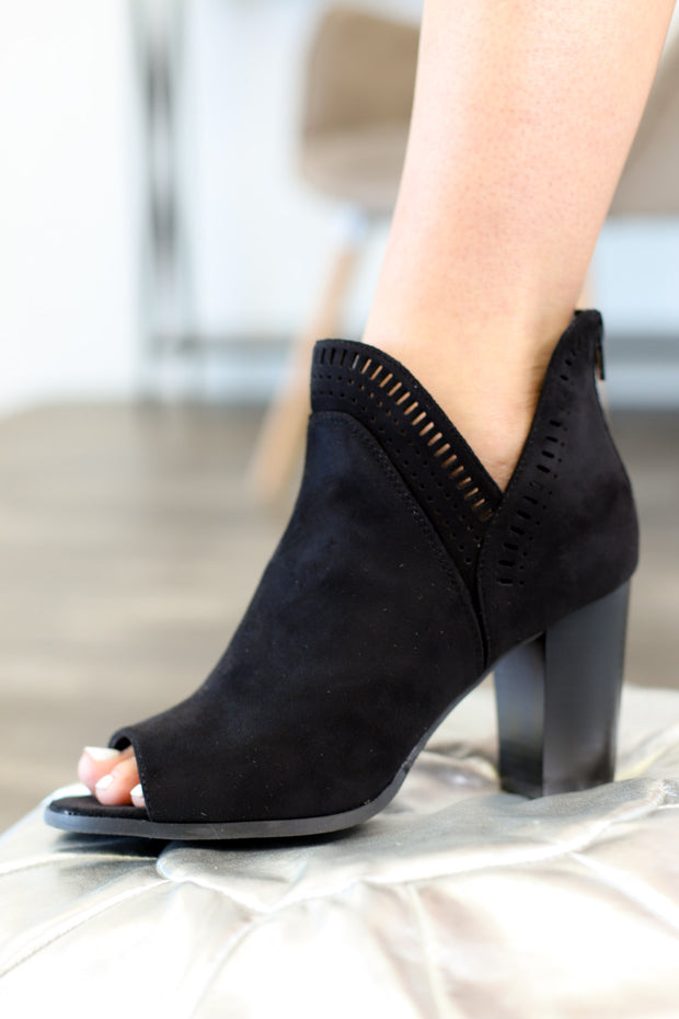 Sharpay Booties: Black - ShopSpoiled