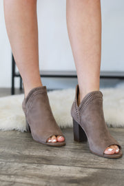Sharpay Booties: Taupe - ShopSpoiled