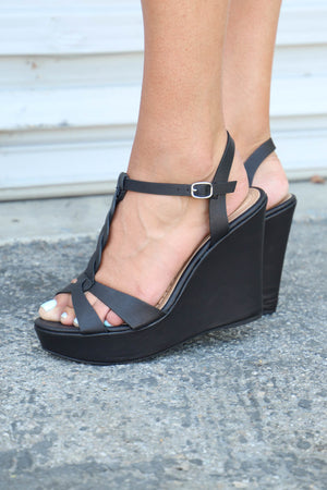 Celsius Braided Wedge: Black - ShopSpoiled