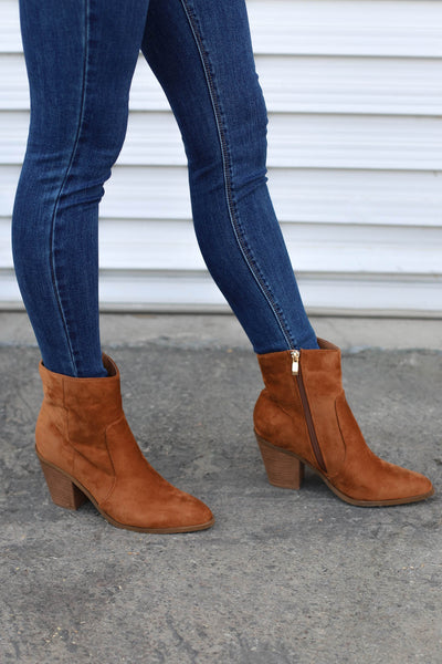 Daisy Booties: Cognac - ShopSpoiled