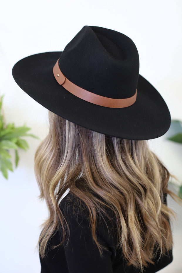 Insider Flat Brimmed Hat: Black - ShopSpoiled