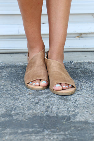 Hippie Open Toe Flat: Tan - ShopSpoiled