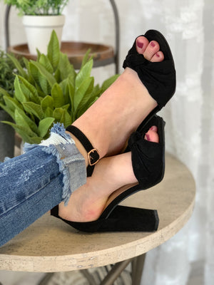 Mania Bow Heels: Black - ShopSpoiled