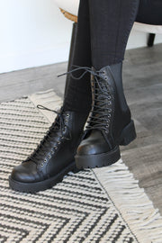Keep Up Boots: Black - ShopSpoiled