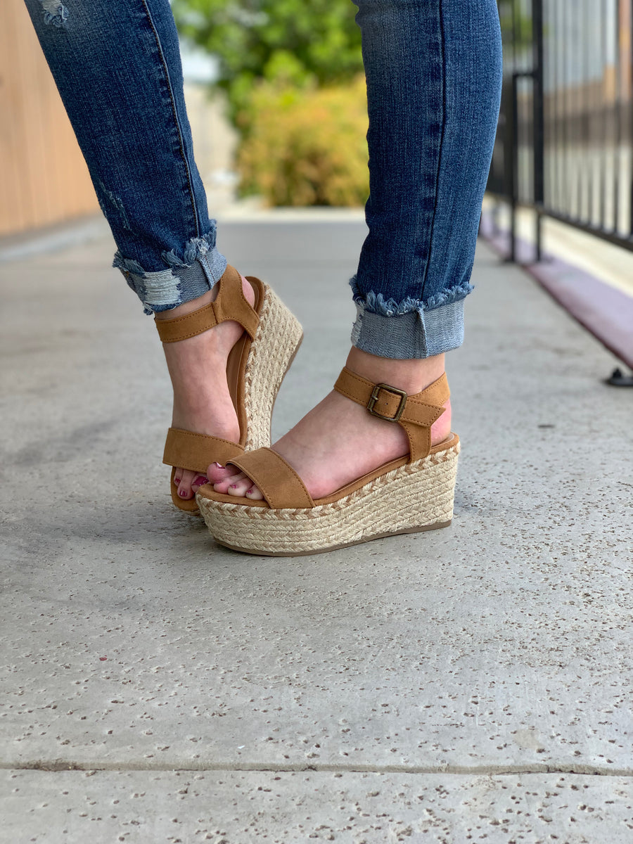 In Motion Wedges: Tan - ShopSpoiled
