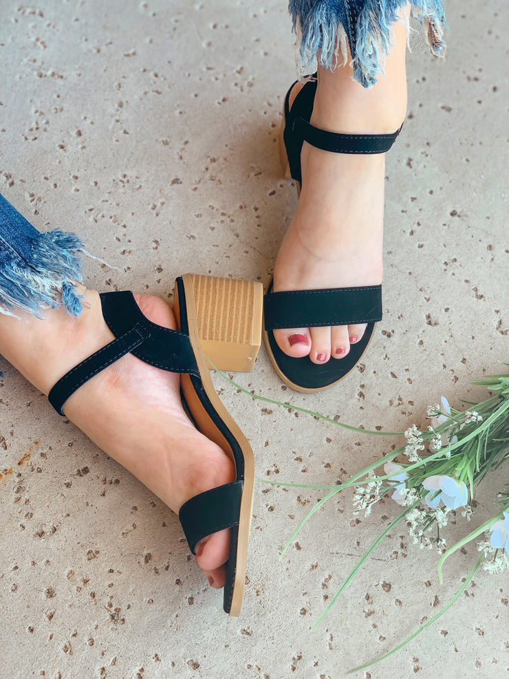 Jeanie Heeled Sandals: Black - ShopSpoiled