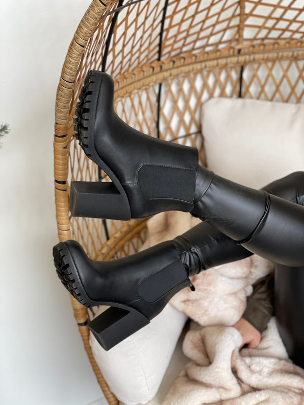 Uptown Boots: Black - ShopSpoiled