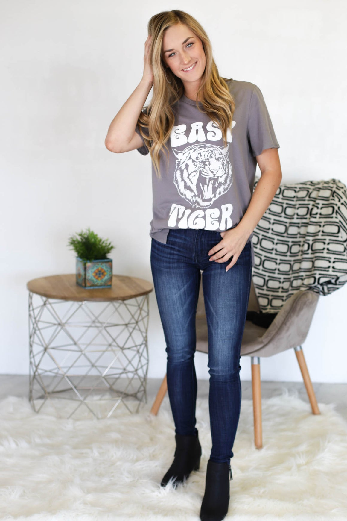 Hippie Easy Tiger Graphic - ShopSpoiled