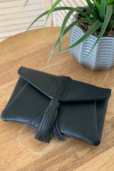 Sidewalk Stunner Clutch: Black - ShopSpoiled