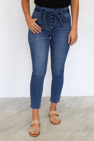 Darla High Rise Jeans: Medium Wash - ShopSpoiled