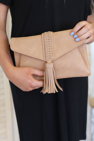 Sidewalk Stunner Clutch: Sand - ShopSpoiled