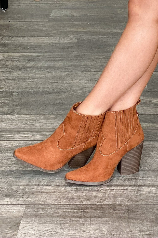 A little Country Booties: Cognac - ShopSpoiled
