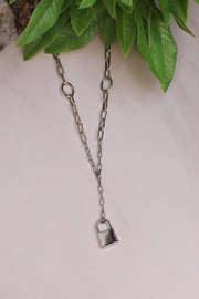 Lovers Lock Necklace: Silver - ShopSpoiled