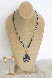 Sloane Necklace: Black/ White - ShopSpoiled