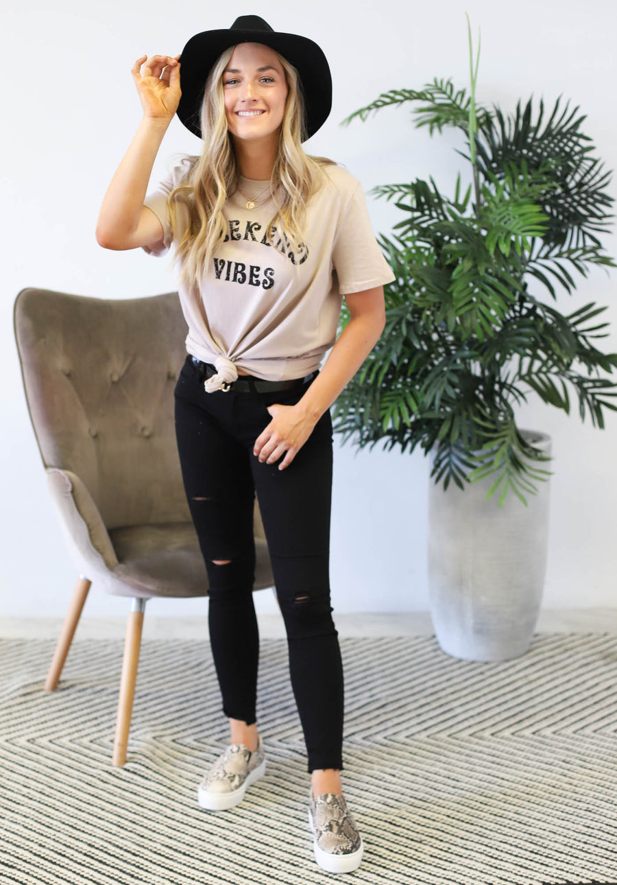 Weekend Vibes Tee: Taupe