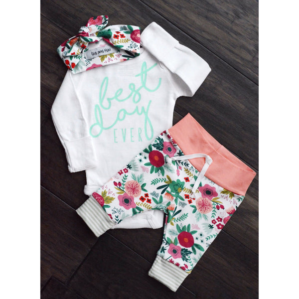 Gigi and Max adorable newborn floral set! This is so perfect for spring!