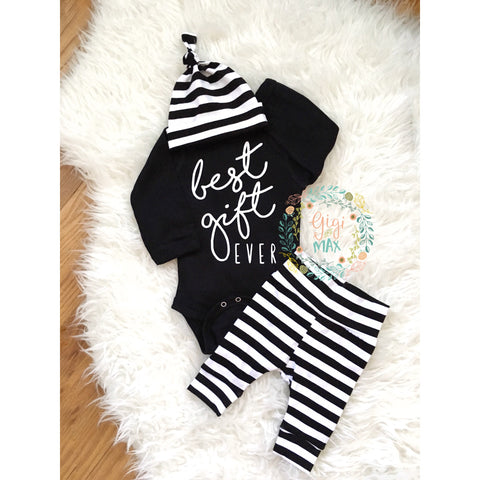 Best Gift Ever baby boy Newborn Outfit black and white - Gigi and Max