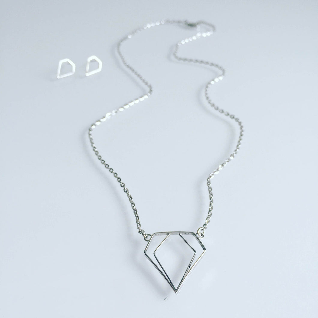 Minimalistic diamond necklace