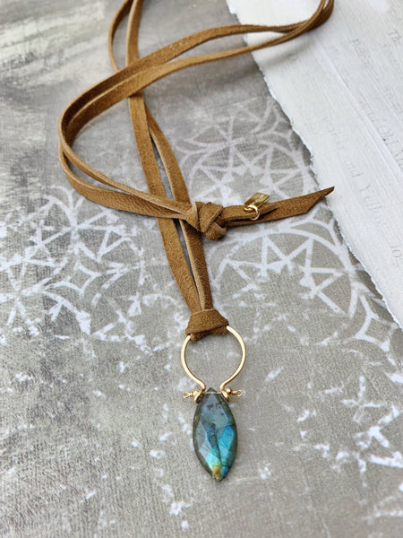 Fio Necklace - Labradorite Marquise Drop on Leather 36""