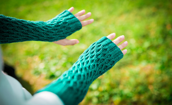 Honeycomb Gauntlet Fingerless Gloves in Jade