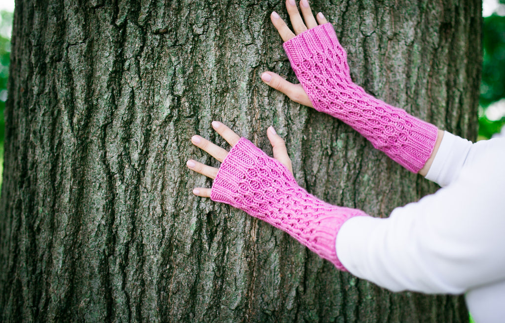 Honeycomb Gauntlet Fingerless Gloves in Peony