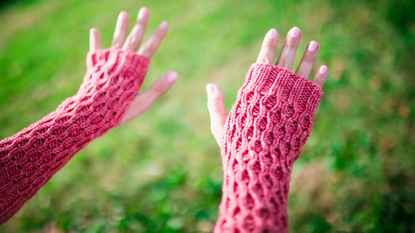 Honeycomb Gauntlet Fingerless Gloves in Pink Grapefruit