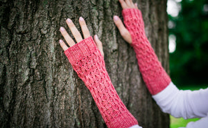 Honeycomb Texting Gloves in Pink Grapefruit