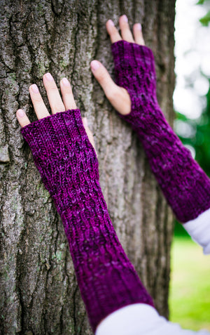 Honeycomb Gauntlet Fingerless Gloves in Mulberry