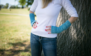 Honeycomb Texting Gloves in Hush