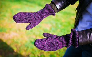 Horseshoe Cable Gauntlet Mittens in Mulberry